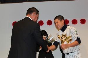 中田監督と竹元の握手