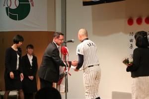 中田監督と曽木の握手